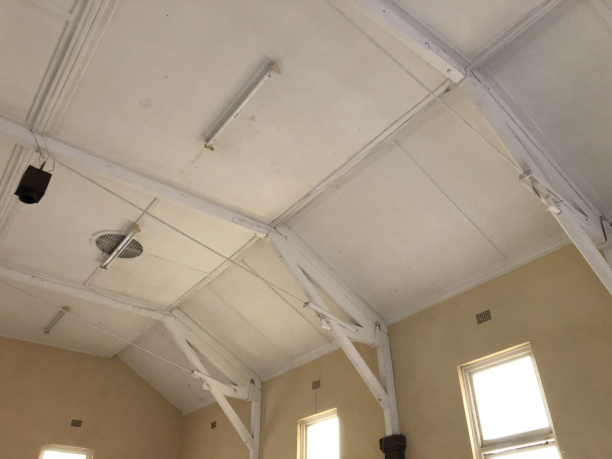 clean and white mould restoration on ceiling